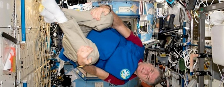 "Paolo Nespoli con la corazza ""made in unipv"""